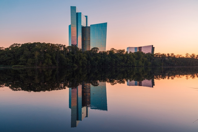 Mohegan-Sun-towers